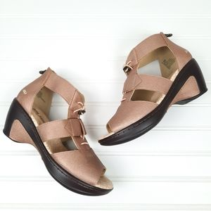 Jambu JBU Wedge Sandals Rose Tone Size 7.5
